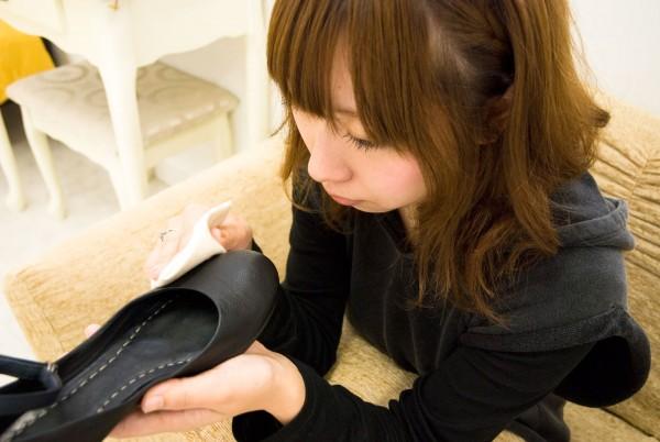 女性の品格は足元から!? 愛され女子は靴やホーザリーに気を使う。