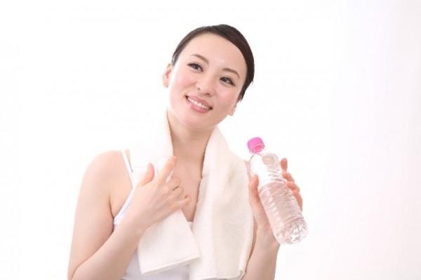 軟水と硬水で効果が違う!女性特有の悩みをミネラルウォーターが改善!?
