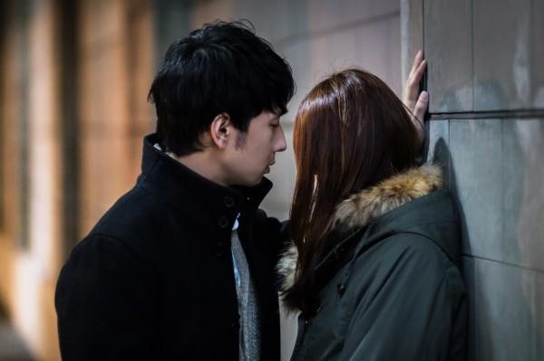 【キスで分かる男性心理】突然の不意打ちキスに隠された意味