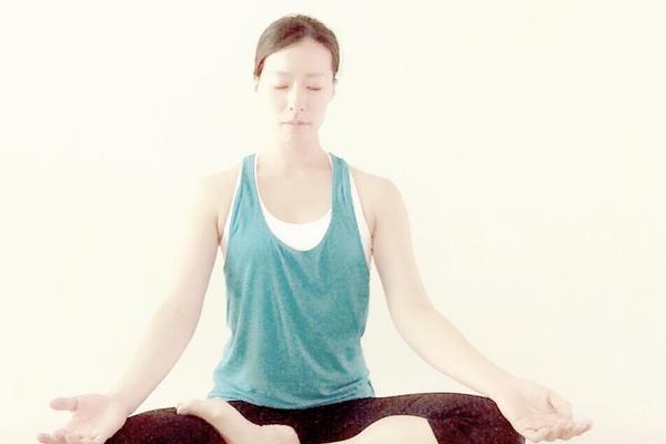 『瞑想のすすめ』働く女性のストレス解消と自分軸のブレを正す