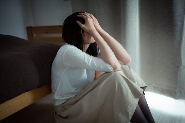 女性が孤独感や不安感で押し潰されそうな時の対処法。