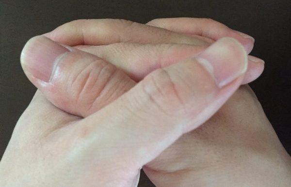 『左手の親指が上』になっている男性の性格傾向