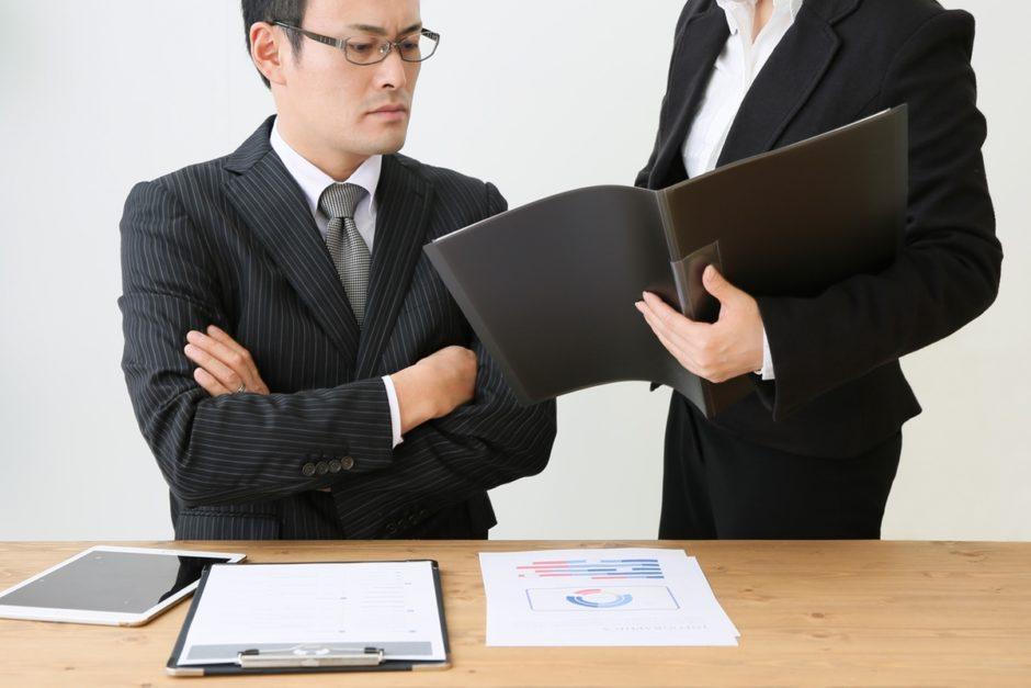 ムカつく!「批判ばかりする上司」の対処法と上手な付き合い方